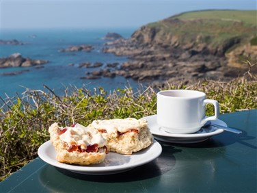 "<img src=""cornish-cream-tea-©-shutterstock.jpeg"" alt=""Cornish Cream Tea""/>"