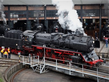 """<img src=""""dresdeneisenbahn-shutterstock.jpeg"""" alf=""""Dresden steam festival loco""""/>"""