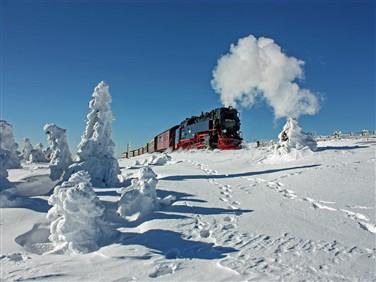 """<img src=""""hsb15fotohsb_heidebaumgärtner.jpeg"""" alt=""""Harz Mountains Snow""""/>"""