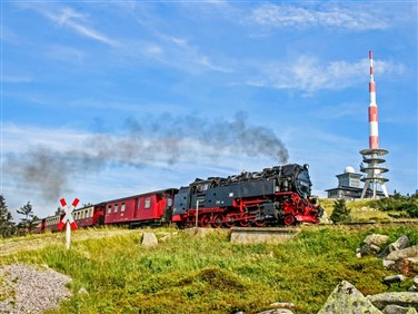 "<img src=""hsb2foto©hsb_dirkbahnsen.jpeg"" alt=""Harz Mountain Railway""/>"
