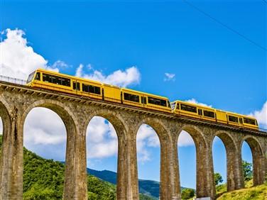 "<img src=""tainjuane2shutterstock_318580949(1).jpeg"" alt=""Petit Train Jaune""/>"