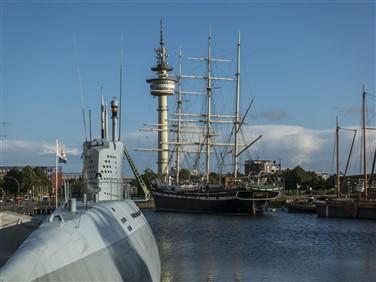 "<img src=""u-boat-museum-bremerhaven-©-shutterstock.jpeg"" alt=""Bremerhaven Harbour - U-Boat""/>"