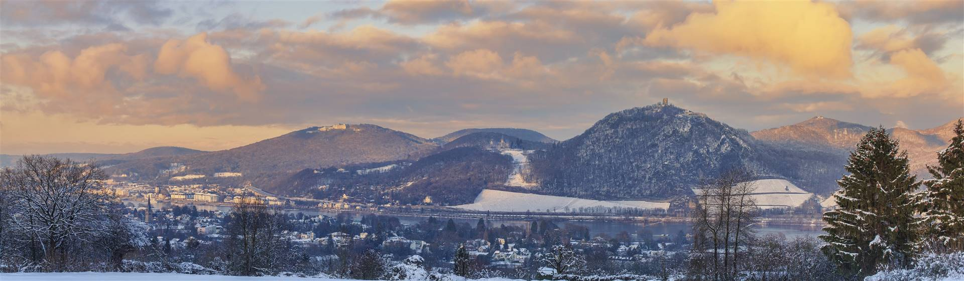 "<img src=""frhwg2020-adobestock_248549899.jpeg"" alt=""Winter Panorama near Remagen"">"