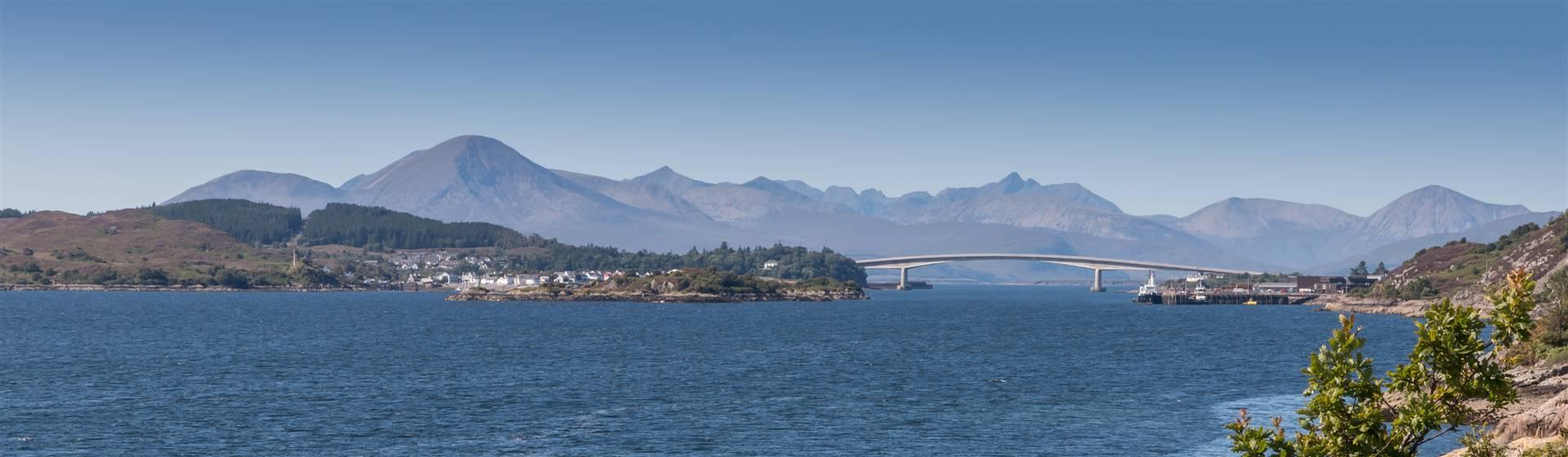 "<img src=""hivoy2021-shutterstock.jpeg"" alt=""Isle of Skye & Skye Bridge""/>"