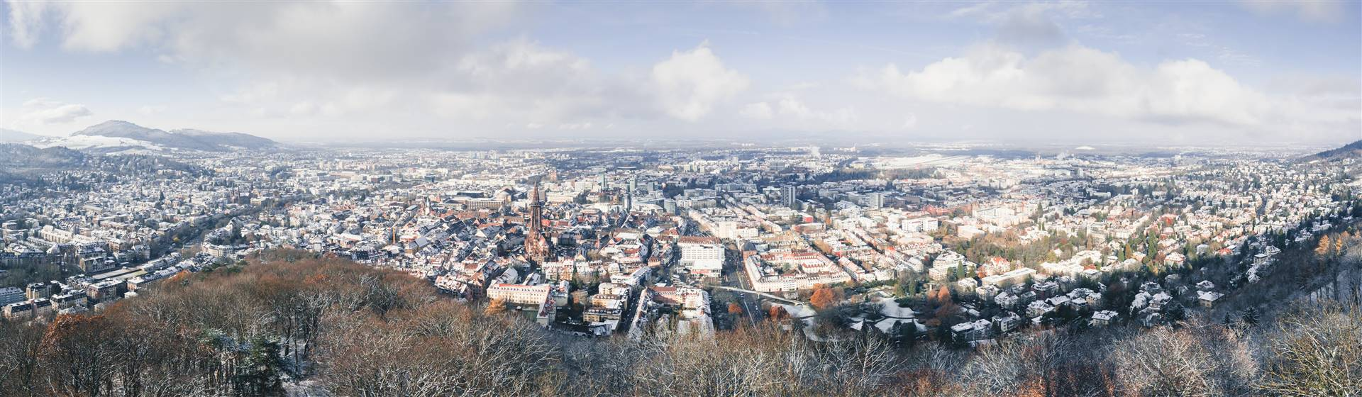 "<img src=""stbfn2020-adobestock_183345449.jpeg"" alt=""Freiburg in Winter""/>"