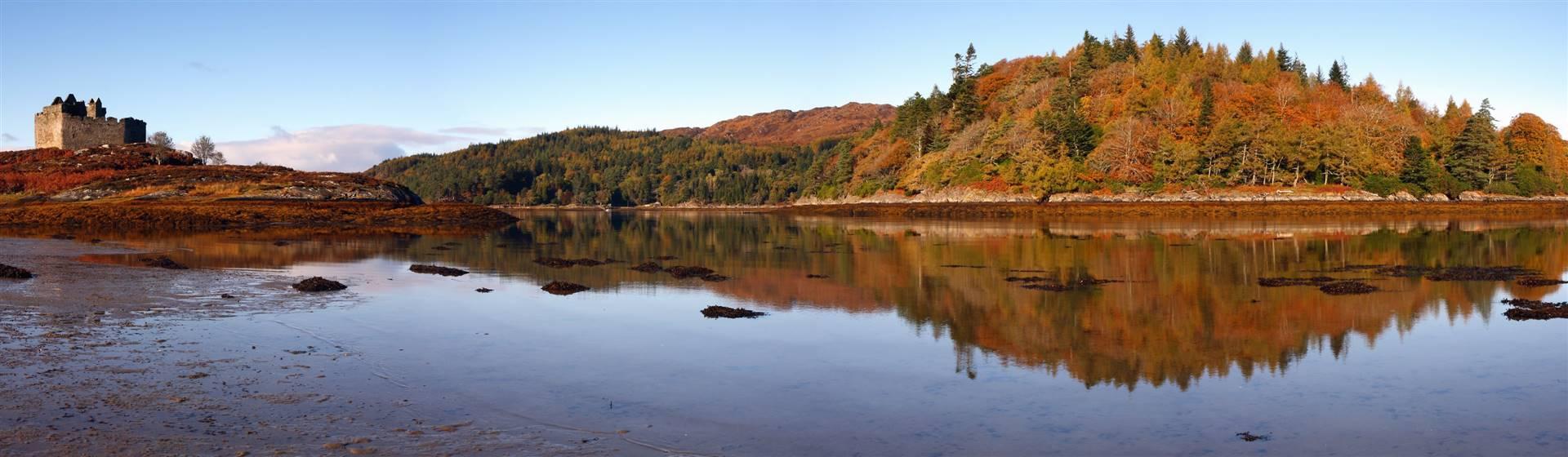 "<img src=""autumntours-shutterstock.jpeg"" alt=""Scotland in the Autumn""/>"