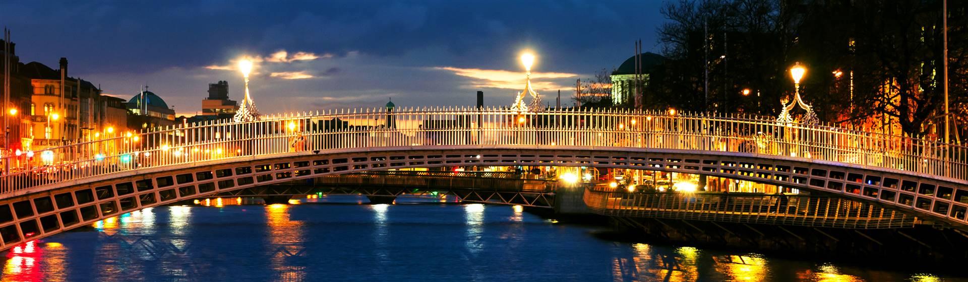 """<img src=""""ha'penneybridgedublin-shutterstock.jpeg"""" alt=""""Ha'Penny Bridge - Dublin"""">"""