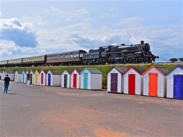 "<img src=""dartmouth-railway-©-shutterstock.jpeg"" alt=""Dartmouth Railway""/>"
