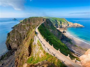 "<img src=""horseandcarriage,sark_(c)visitguernsey_chrisgeorge.jpeg"" alt=""Island Of Sark""/>"