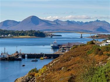 "<img src=skyebridgeatthekyleoflochalsh©shutterstock.jpeg"" alt=""Scotland""/>"